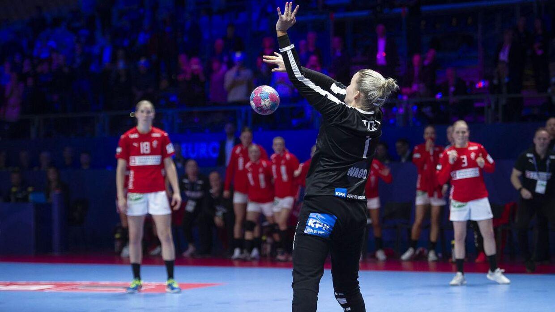 Sandra Toft blev helten for Danmark, da hun reddede et straffekast i sidste sekund mod Sverige.
