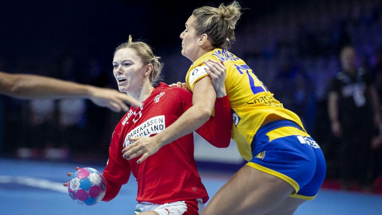 Anne Mette Hansen (tv.) og resten af landsholdet slog Sverige, og nu venter Polen.