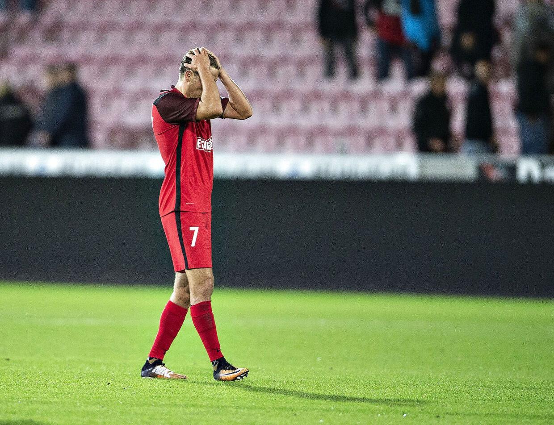 Jakob Poulsen ærgrer sig her, efter FC Midtjylland blev slået ud af Europa-kvalifikationen mod Malmö FF.