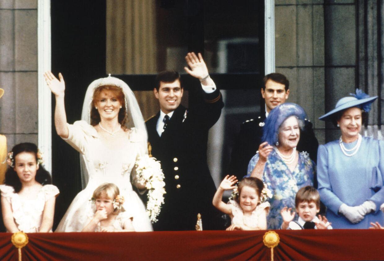 Prins Andrew og Sarah Ferguson blev gift den 23. juli 1986. Her ses de på balkonen i Buckingham Palace efter den kirkelige vielse.