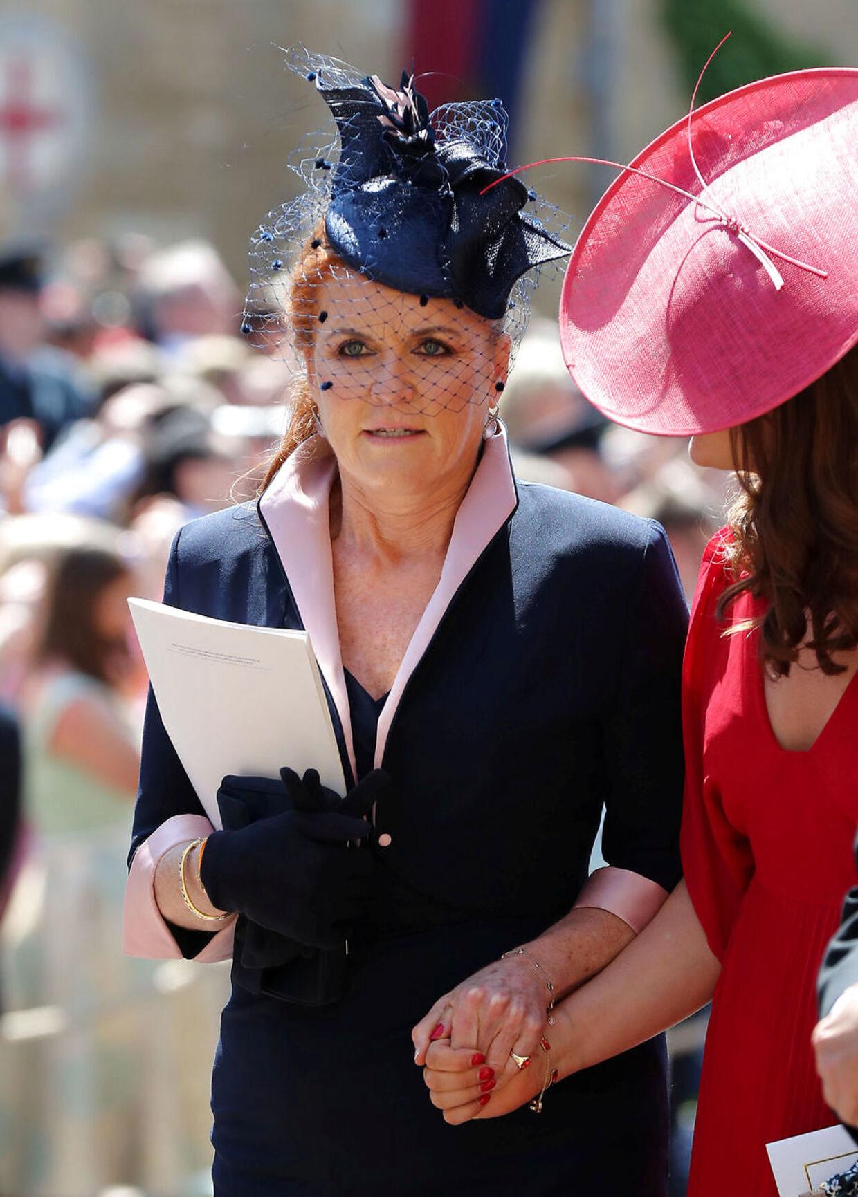 Sarah 'Fergie' Ferguson fortæller nu, at skilsmissen fra prins Andrew ødelagde hende. Her ses hun i maj 2018 ved prins Harry og Meghan Markles bryllup.
