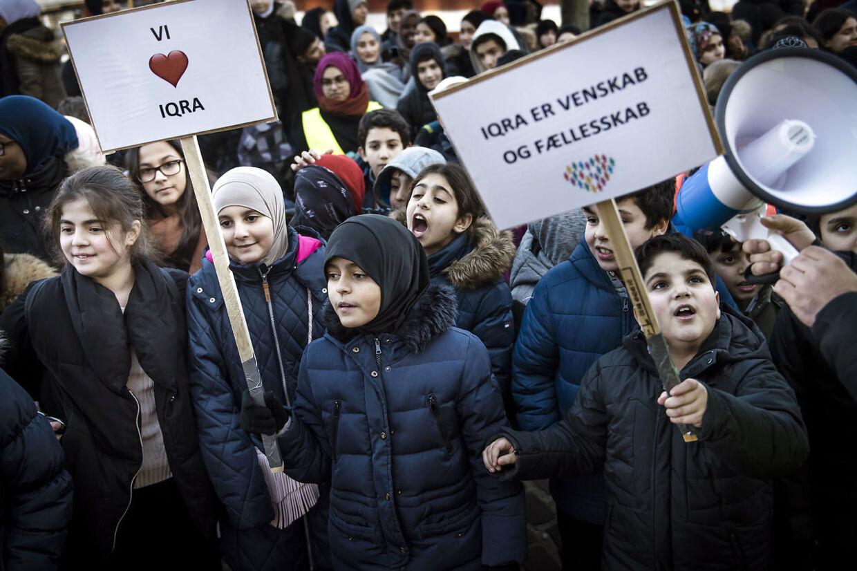 Iqra Privatskole har lige fået frataget sit statstilskud. Nu vil et flertal også forbyde friskoler som Iqra at modtage penge fra personer uden for EU.