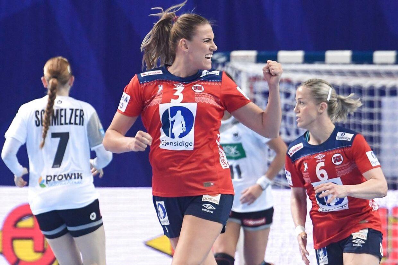 Emilie Hegh Arntzen er blandt de spillere, som er sure over at være blevet filmet nedefra. (Photo by Fred TANNEAU / AFP)
