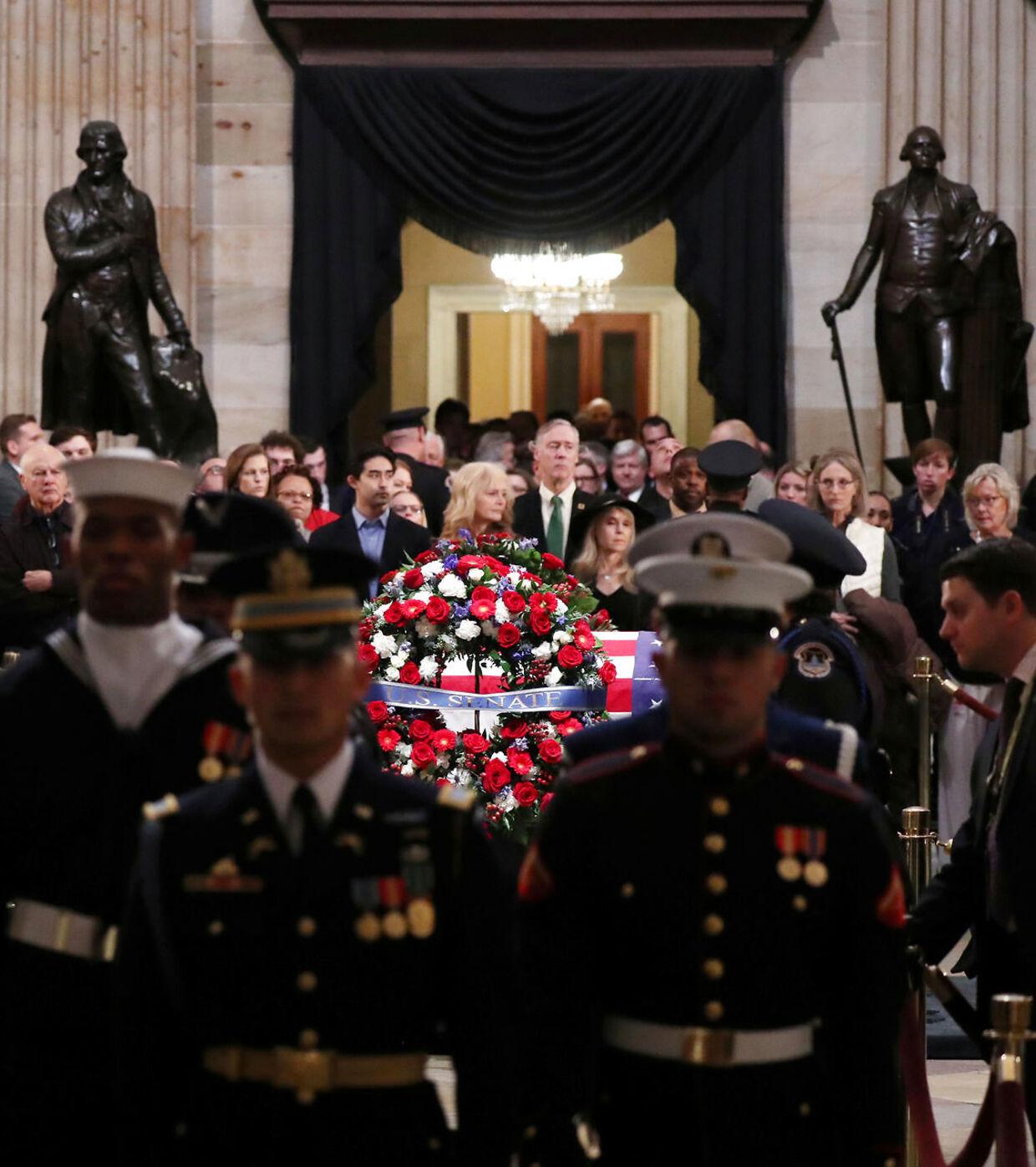 Præsident George H. Bush bliver bisat i Washington D.C.