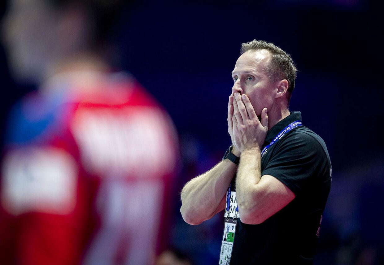 Danmarks landstræner Klavs Bruun Jørgensen under kampen mellem Danmark og Serbien i Nantes.