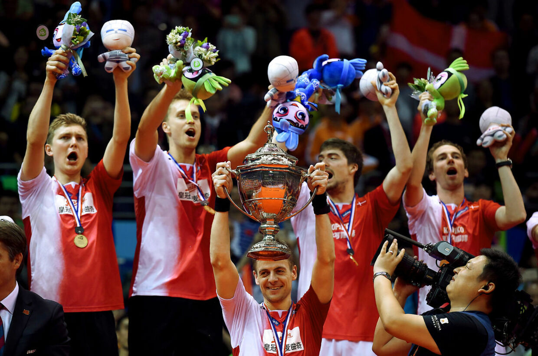 Danske badmintonspillere fejrer guld.