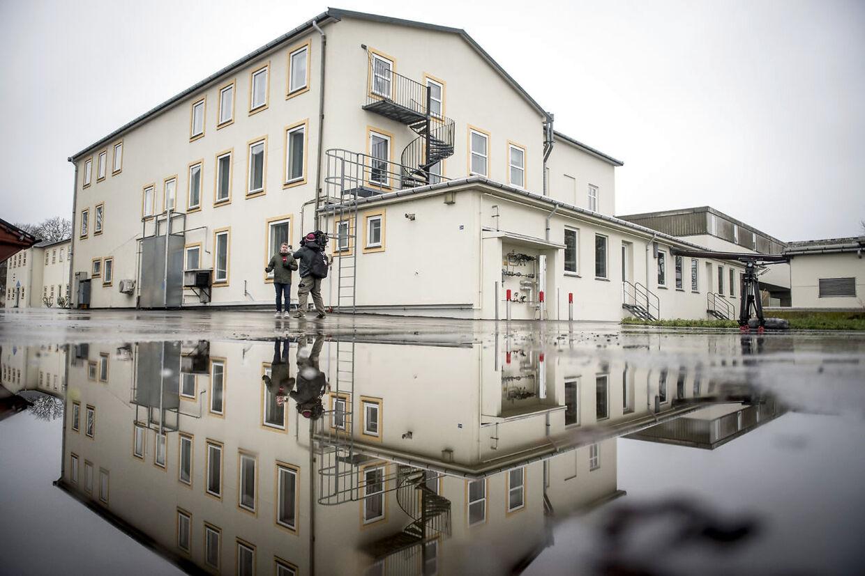 De fleste bygninger på øen Lindholm er laboratorier. (Foto: Mads Claus Rasmussen/Ritzau Scanpix)