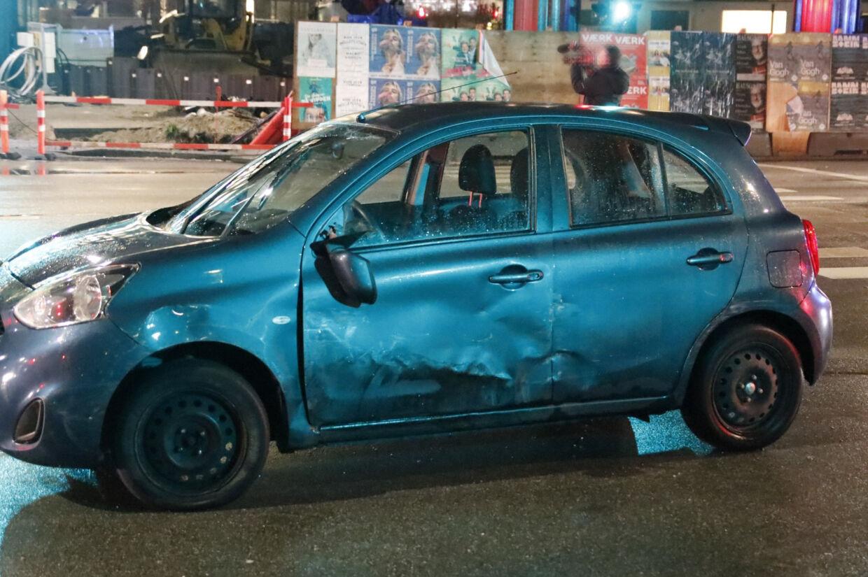 Under en biljagt på Amager påkørte en 29-årig mand flere politibiler. På et tidspunkt følte en betjent sig så truet, at han affyrede flere skud mod bilens ene fordæk. Mathias Øgendal/Ritzau Scanpix