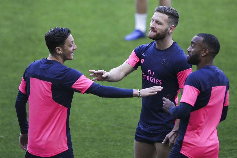 Mesut Özil, Shkodran Mustafi og Alexandre Lacazette var alle tre til lattergas-festen.