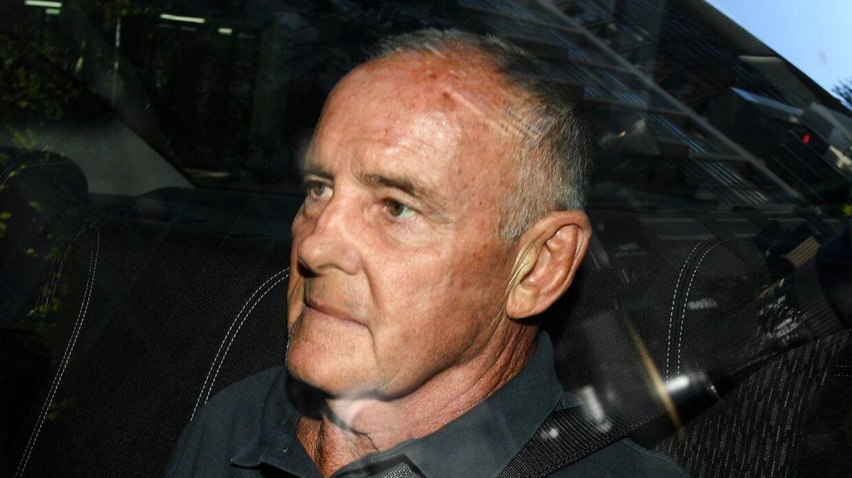 Chris Dawson ankommer til politistationen i Sydney efter anholdelsen.