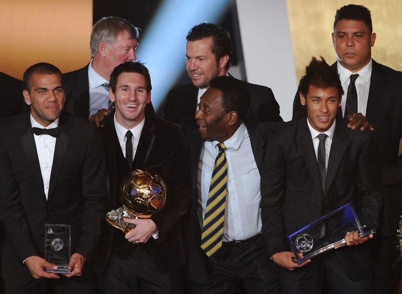 Pelé flankeret af Messi og Neymar ved Ballon d'Or i 2012.