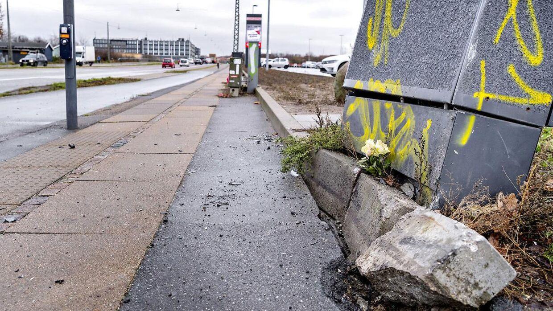 En 10-årig dreng blev torsdag eftermiddag den 6. december dræbt i en trafikulykke på Ellebjergvej i København. Nu fortæller den første, som kom drengen og hans far til hjælp, hvad der skete i minutterne efter den frygtelige ulykke.
