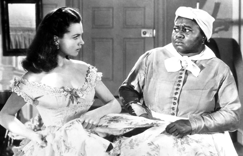 Hattie McDaniel (th.) var tæt på ikke at få lov til at komme ind til Oscar-showet i 1940 på baggrund af hendes hudfarve - også selvom hun selv vandt en pris.