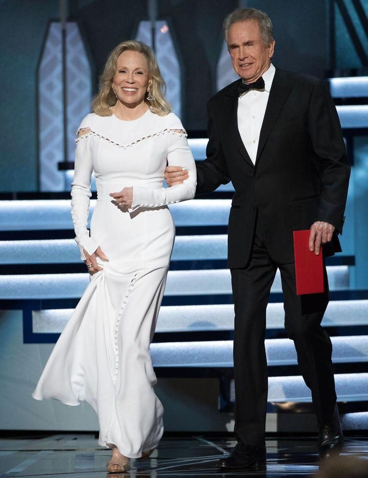 Faye Dunaway og Warren Beatty kom i 2017 til at udnævne den forkerte vinder for 'Bedste Film'. I stedet for filmen 'Moonlight' kom de til at sige 'La La Land'. EPA/AARON POOLE / AMPAS THE IMAGE MAY NOT BE ALTERED AND IS FREE FOR EDITORIAL USE ONY IN REPORTING ABOUT THE EVENT. ONE TIME USE ONLY. MANDATORY CREDIT. HANDOUT EDITORIAL USE ONLY/NO SALES HANDOUT EDITORIAL USE ONLY/NO SALES HANDOUT EDITORIAL USE ONLY/NO SALES