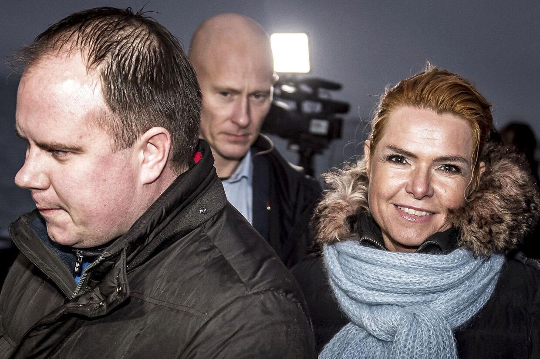 Udlændinge- og integrationsminister Inger Støjberg (V) og Martin Henriksen (DF) ved færgelejet i Kalvehave på Sydsjælland efter besøg på øen Lindholm fredag den 7. december 2018. Regeringen og Dansk Folkeparti har præsenteret en aftale om at flytte udviste kriminelle fra Kærshovedgård til øen Lindholm ved Stege.. (Foto: Mads Claus Rasmussen/Ritzau Scanpix)