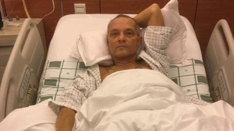 Bent Jensen på hospitalet i Kina efter at være blevet opgivet af lægerne i Danmark. Han var af sted i en måned. Foto: privat.