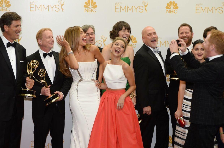 ARKIVFOTO af Sarah Hyland sammen med flere af skuespillerne fra 'Modern Family', som har vundet flere priser for 'bedste tv-serie'.