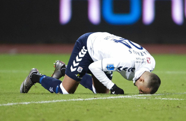 Youssef Toutouh ærgrer sig i superligakampen mellem AGF og Vejle Boldklub.