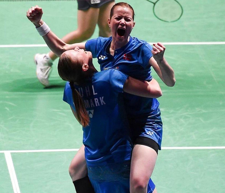 Så glade var Christinna Pedersen og Kamilla Rytter Juhl, da de i marts havde vundet All England-finalen i damedouble.