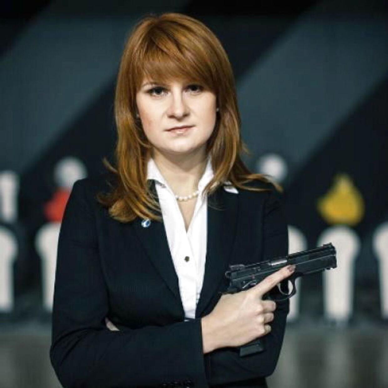 Maria Butina er stor tilhænger af skydevåben. Men hende eget våben som agent var kun charme og sex.