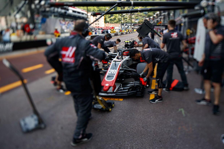 For Kevin Magnussen har den personlige ingeniør indtil for nylig heddet Giuliano Salvi, men det samarbejde er nu slut, og italienske Salvi rykker til Ferrari, hvor han tidligere har været.