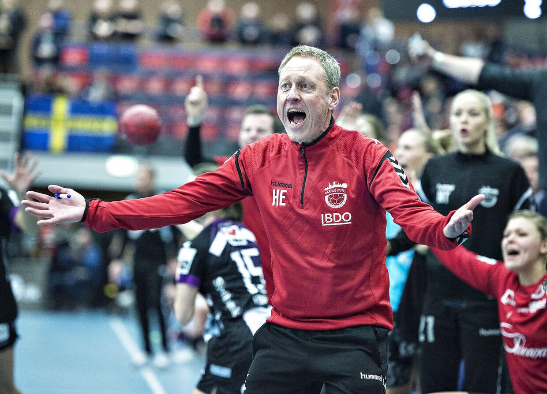 Heine Eriksen kender flere af de nuværende landsholsspiler særdeles godt, da han har trænet dem som U-landstræner. Samtidig er han også cheftræner i Aarhus United.