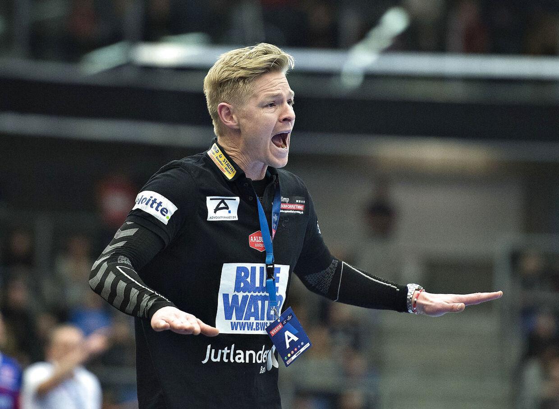 Efter sin imponerende karriere, der blandt andet tæller EM-guld med Danmark, har Jesper Jensen trænet KIF Vejens damer, Aalborg Håndbolds herrehold og nu Team Esbjerg på kvindesiden.
