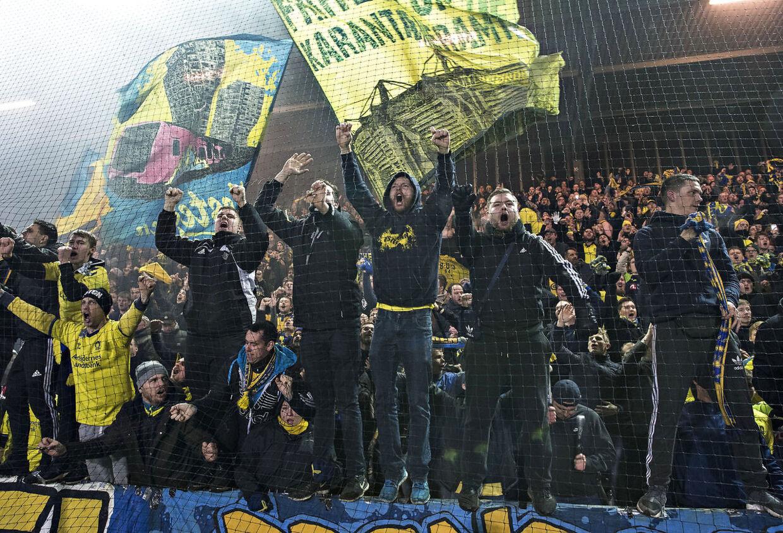 En gruppe Brøndby-fans diskuterede voldsomt med Zorniger efter kampen. Det er ikke nødvendigvis nogle af de fans på dette foto. (Foto: Claus Fisker/Ritzau Scanpix)