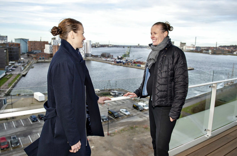 Gravide Kamilla Rytter Juhl. til højre, sammen med Christinna Pedersen.