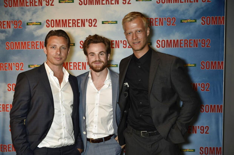 Johannes Lassen til gallapremiere på Sommen 92 i 2015. I filmen spillede han forsvarsspilleren Kent Nielsen. Her sammen med kollegaerne Allan Hyde og Gustav Giese.