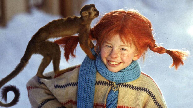 Inger Nilsson som Pippi Langstrømpe sammen med aben hr. Nilson.