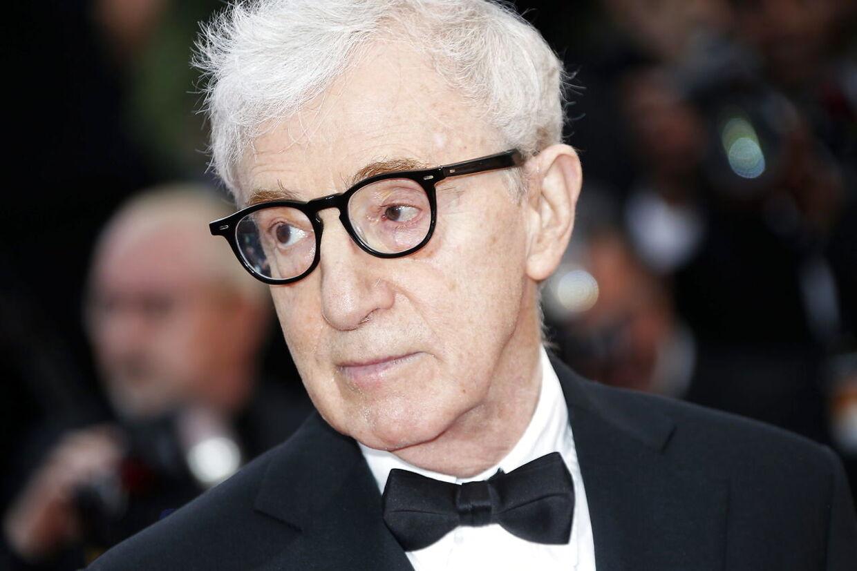 Instruktør og skuespiller Woody Allen anklages nu at have haft et langvarigt forhold til en mindreårig, da han var i 40'erne. Et forhold, som også hans ekskæreste Mia Farrow angiveligt blev involveret i. (Arkivfoto)