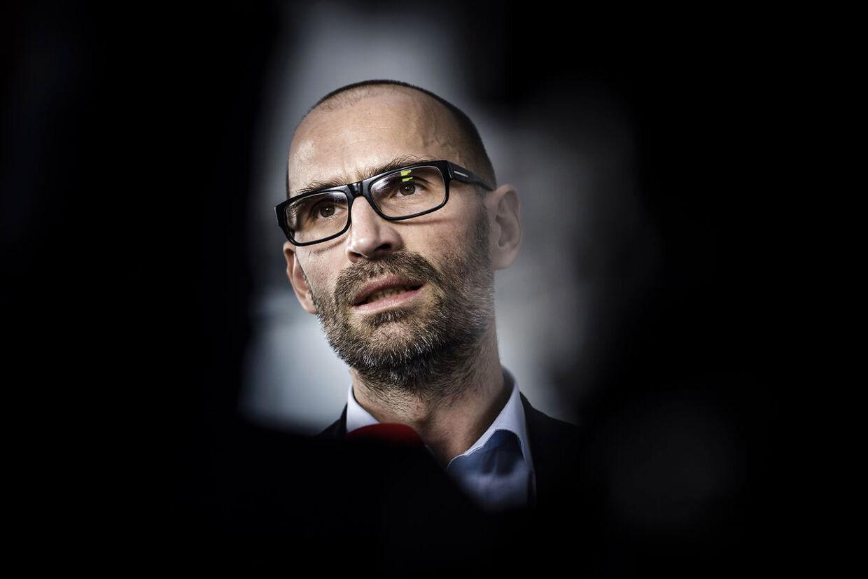 DBU offentliggjorde tirsdag, at man har fyret Claus Bretton-Meyer, der har været organisationens administrerende direktør siden marts 2014.