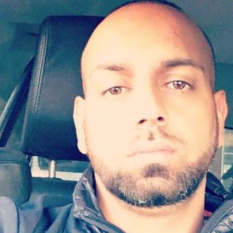 En omfattende samling af hælervarer til en værdi af 700.000 kroner kostede mandag Britta Nielsens svigersøn, Kian Omid Mirzada, 38 år, otte måneders fængsel, hvoraf to skal afsones. Tirsdag udmåles straffen til svigermor.