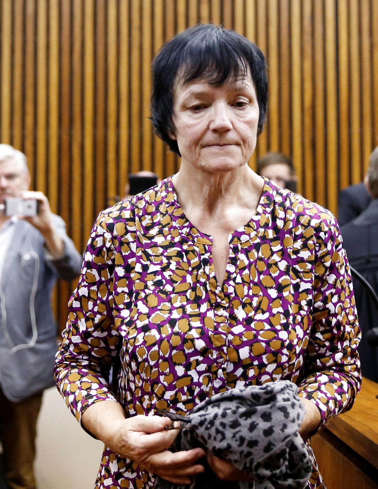 Britta Nielsen i retten i Sydafrika kort før udleveringen til Danmark.