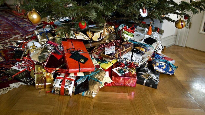 Mette Jeppesen frygter, at hendes søns julegave ikke når frem i tiden.