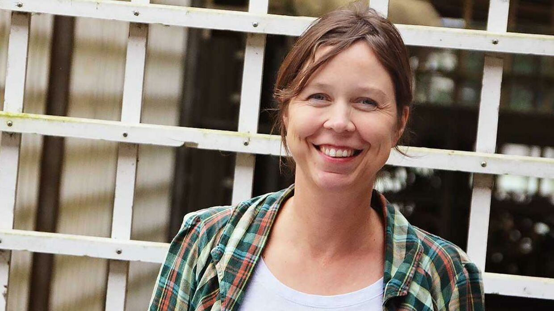 Anne Odgaard Eyermann, som er med til at lave den nye version af Højskolesangbogen, mener, der skal være plads til lidt af hvert i bogen. Også 'Den danske sang'.