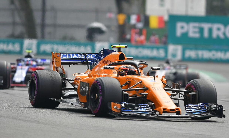 McLaren og Williams ligner umiddelbart bundhold. (EPA/Miguel Sierra)