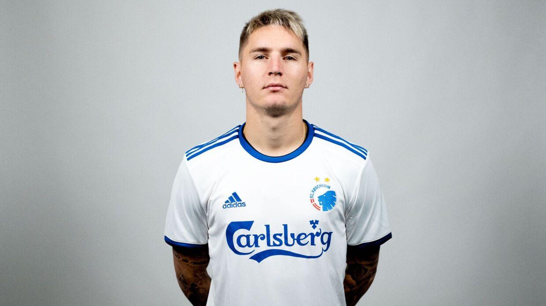 Varela får trøje nummer 2 i FCK. Foto: FCK