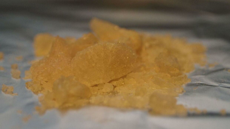 MDMA - som er det aktive stof i ecstasy - her i krystaliseret form. MDMA kan enten sniffes, spises eller drikkes. Foto: Wikimedia Commons
