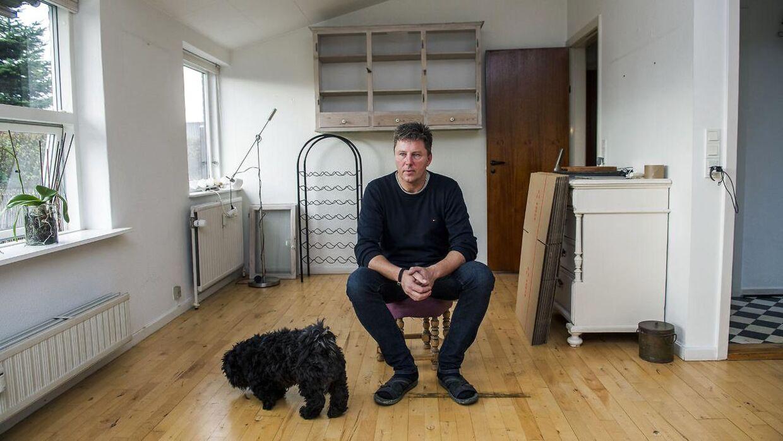 Minderne fra huset i Dianalund er blevet for meget for Kim Christensen, som nu har skilt sig af med størstedelen af sine ejendele, sagt lejemålet af huset op og lejet en ny lejlighed i Sorø.