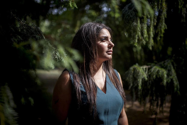 Anahita Malakian fotograferet på Nørrebro ved Assistens Kirkegård