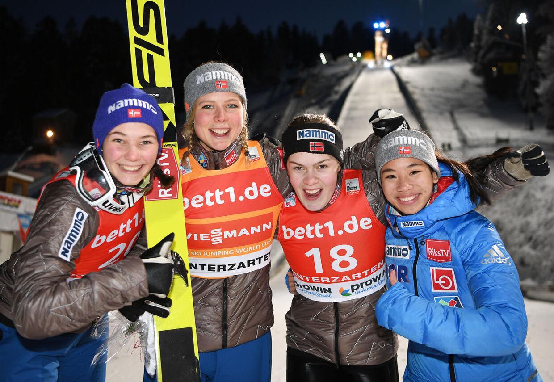 Thea Kleven til højre døde 17. december. Hendes død præger holdkammeraterne. (Felix Kästle / dpa / AFP)