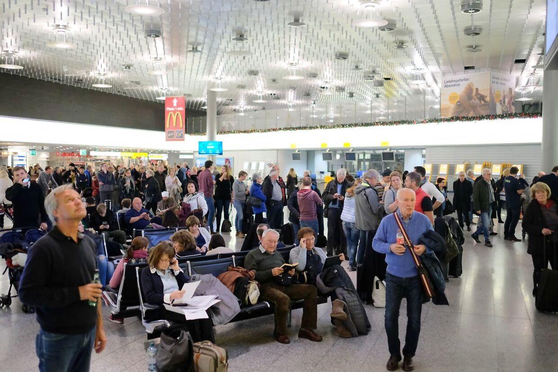 Passagerer må i øjeblikket væbne sig med tålmodighed i Hannover Lufthavn.