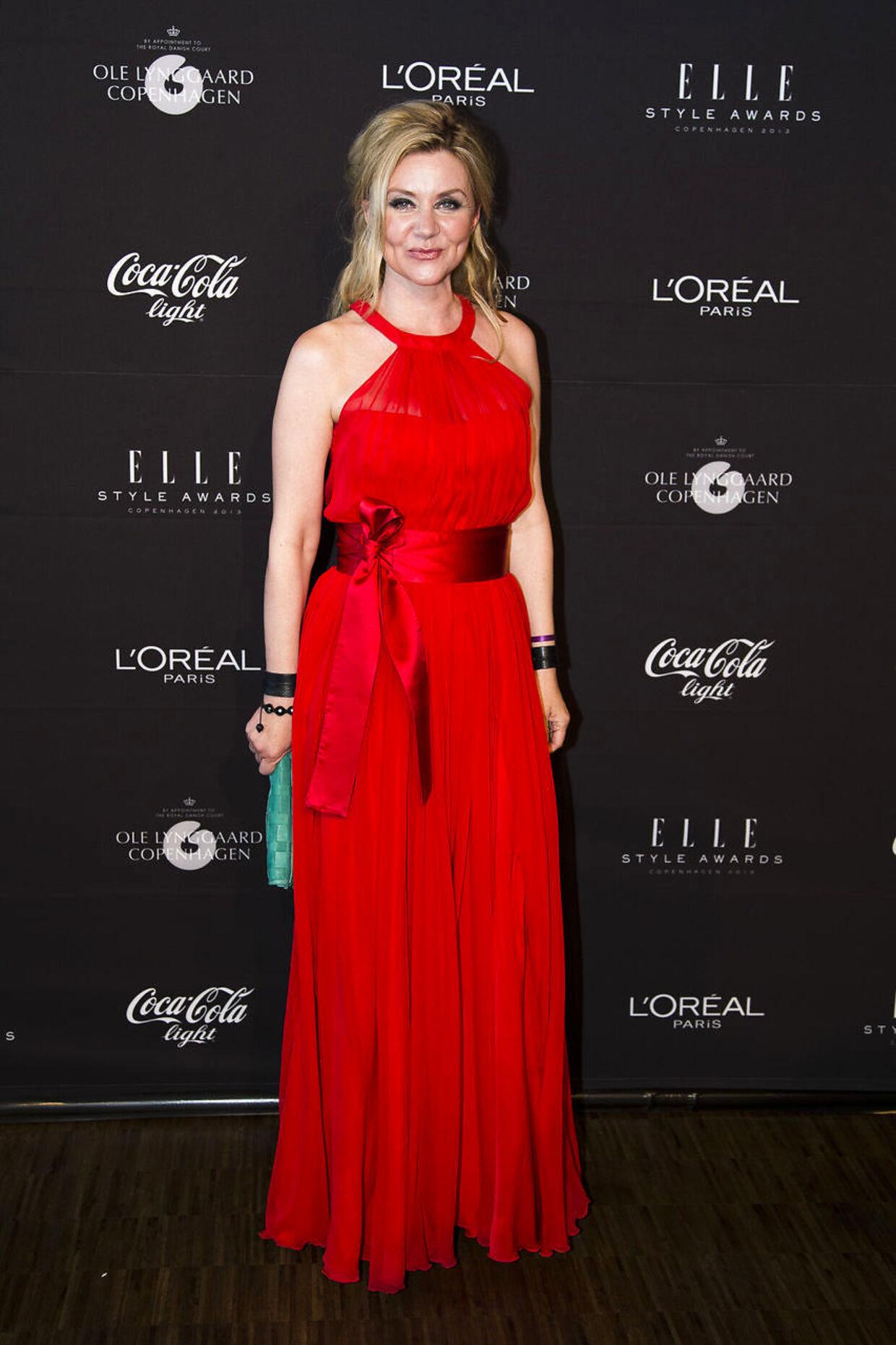 Her ankommer Pernille Aamund til Elle Style Awards i Skuespilhuset, Sankt Annæ Plads.