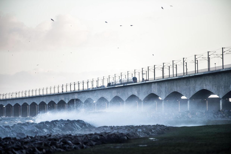Et lyntog holder stille på Storebæltsbroen efter ulykke. Seks personer har mistet livet, oplyser DSB. Tim K. Jensen/Ritzau Scanpix