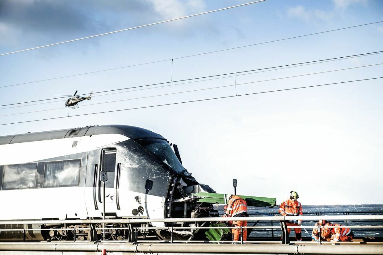Togulykke ved Storebæltsbroen onsdag den 2. januar 2019. Seks mennesker har mistet livet i en togulykke på Storebæltsbroen onsdag morgen. 16 personer er blevet kvæstet. Det meddeler Fyns Politi, der dermed bekræfter tidligere oplysning om dræbte fra DSB.. (Foto: Tim Kildeborg Jensen/Ritzau Scanpix). (Foto: Tim K. Jensen/Ritzau Scanpix)