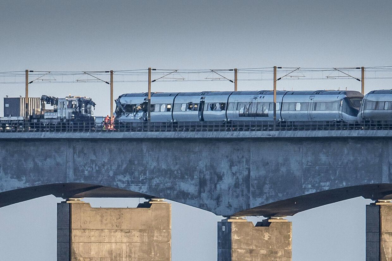 Togulykke ved Storebæltsbroen onsdag den 2. januar 2019. Seks mennesker har mistet livet i en togulykke på Storebæltsbroen onsdag morgen. 16 personer er blevet kvæstet. Det meddeler Fyns Politi, der dermed bekræfter tidligere oplysning om dræbte fra DSB.. (Foto: Mads Claus Rasmussen/Ritzau Scanpix)