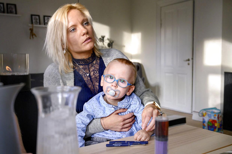 Stine Aagaard Hansen og sønnen Magnus.