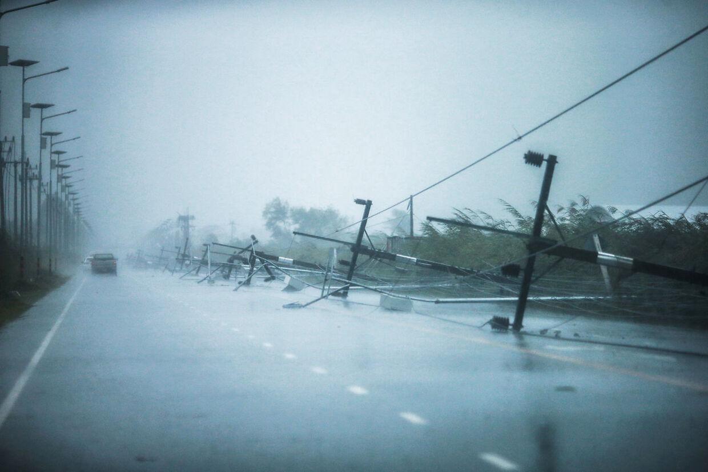 Stormen Pabuk gik fredag i land på kysten ved den thailandske provins Nakhon Si Thammarat i den sydlige del af landet